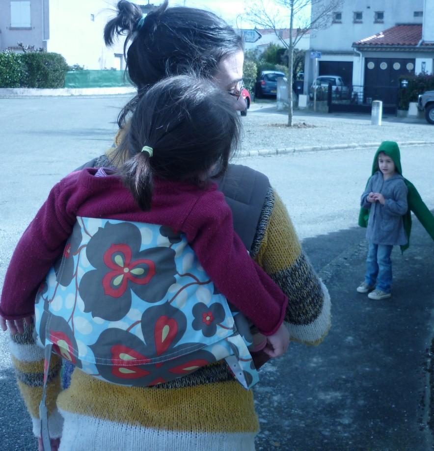 En conclusion, j ai trouvé ce mei tai vraiment sympa avec ma fille de deux  ans et demi que je porte presque que sur le dos. C est un produit bien  travaillé ... c6cb13cba8e