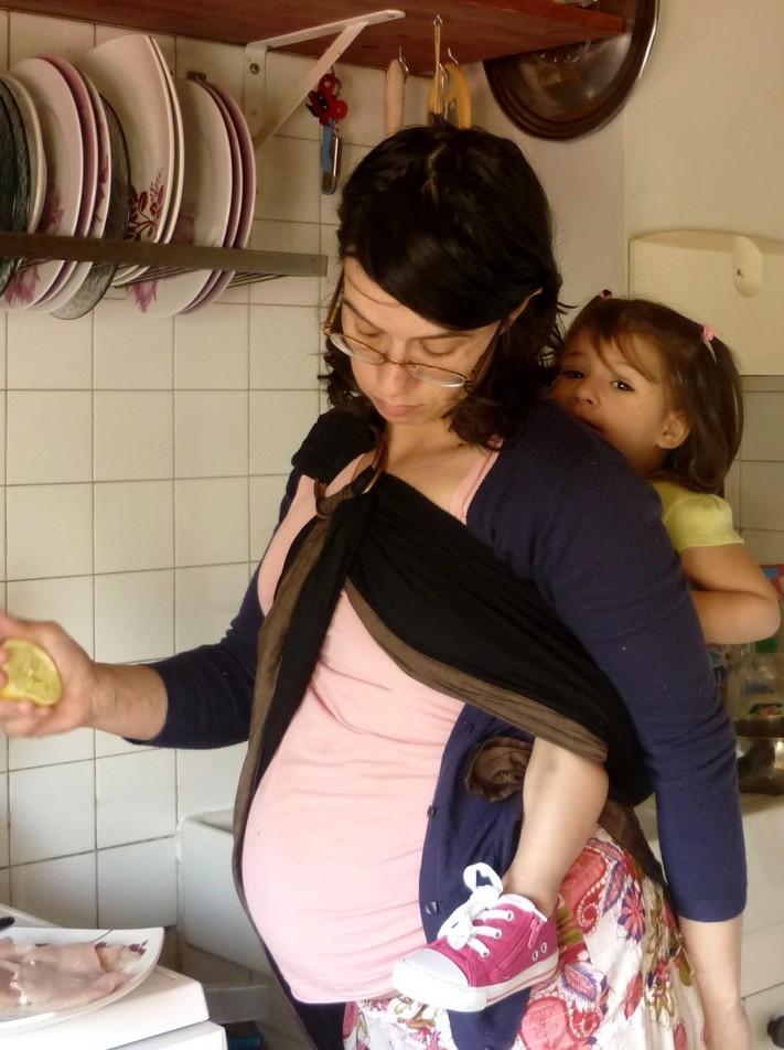 Porter b b sur le dos dans le sling papotages autour du for Autour de bebe portet