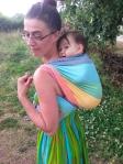 Kangourou dos ( écharpe tissée Girasol rainbow light taille 3m60 )